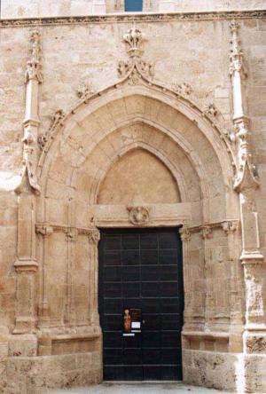 alghero-cathedral-back-entr.jpg
