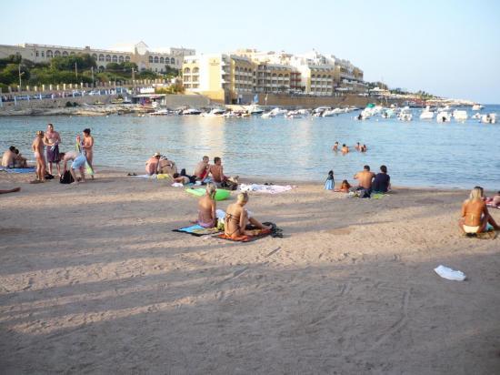 la-plage-st-george-le-sable-vient-de-jordanie.jpg