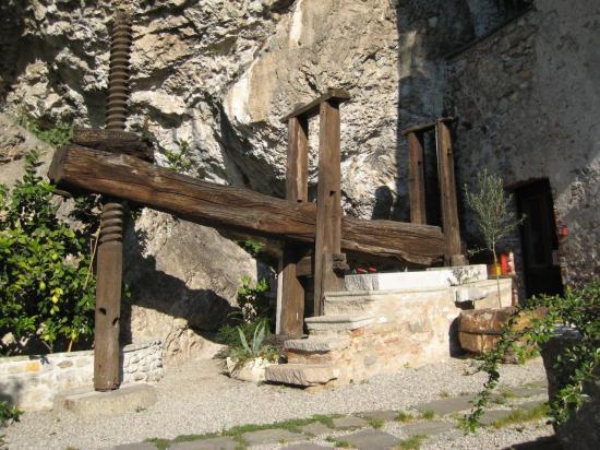 santa-caterina-del-sasso-03.jpg